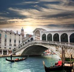 Obraz Venice with Rialto bridge in Italy - fototapety do salonu