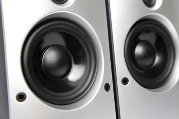 Lautsprecher mit Bass und in Silber