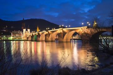 Fotomurales - Alte Brücke bei Nacht