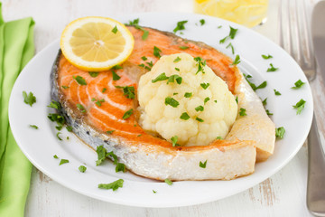 salmon with boiled cauliflower and lemon