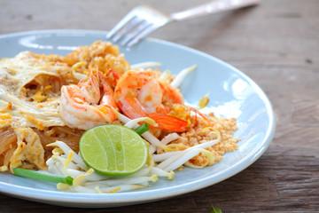 Stir fried rice noodle with prawns