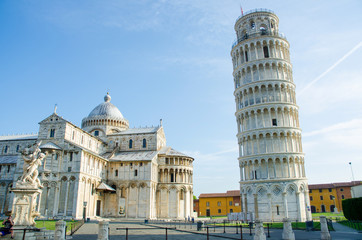 Photo sur cadre textile Monument Famous leaning tower of Pisa during summer day