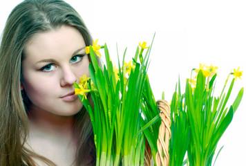 молодая девушка с цветами