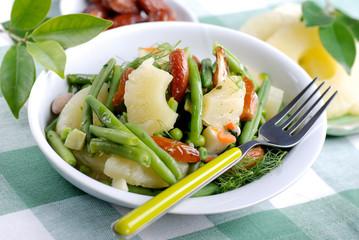 insalata orientale con ananas e datteri