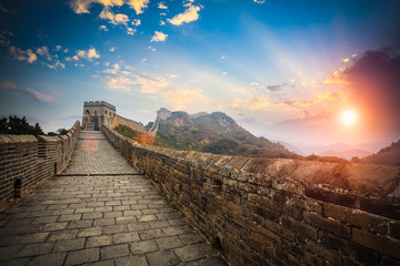 Tuinposter Chinese Muur the great wall with sunset glow
