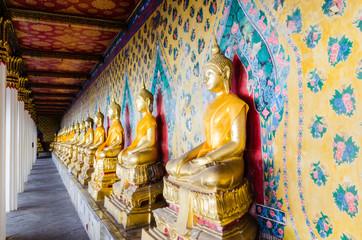 ROW OF BUDDHAS STATUE