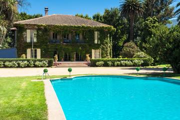 Beautiful house and backyard
