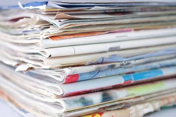Stos gazet i czasopism