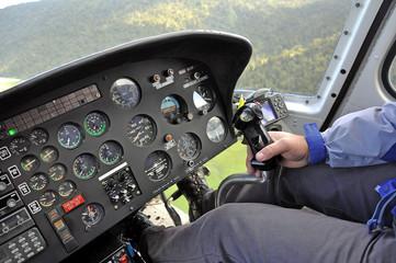 Cockpit d'hélicoptère en vol