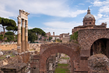 Fototapete - Ancient columns and ruins in Fori imperiali at Rome
