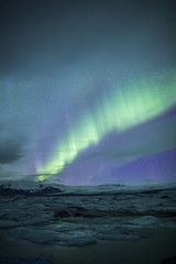 Fototapete - Northern lights above lagoon in Iceland