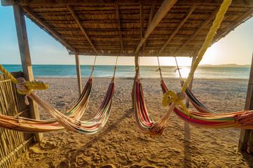 Lichte hangmatten en strand