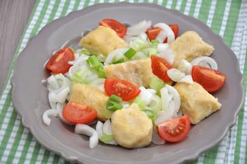 Gnocchi mit Tomaten und Frühlingszwiebeln