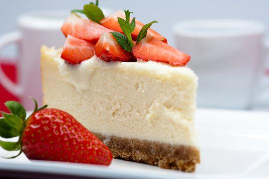 new york cheesecake with strawberries