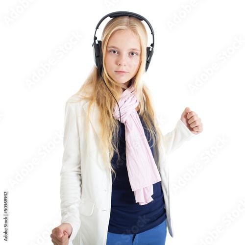blondinka-v-naushnikah-tantsuet-vozbuzhdaetsya-izmenu