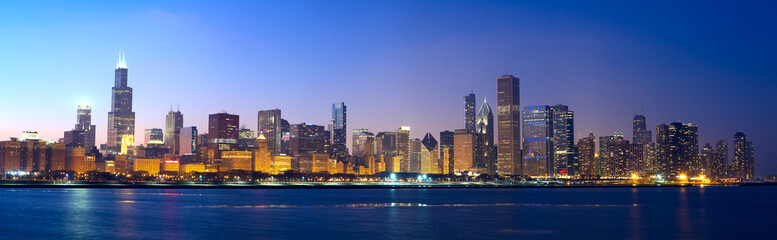 Photo sur Toile Chicago Chicago skyline panorama across Lake Michigan at sunset, IL, USA