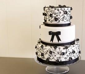Fototapete - Tarta de boda decorada con fondant