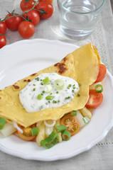 Pfannkuchen mit Spargel und Tomaten