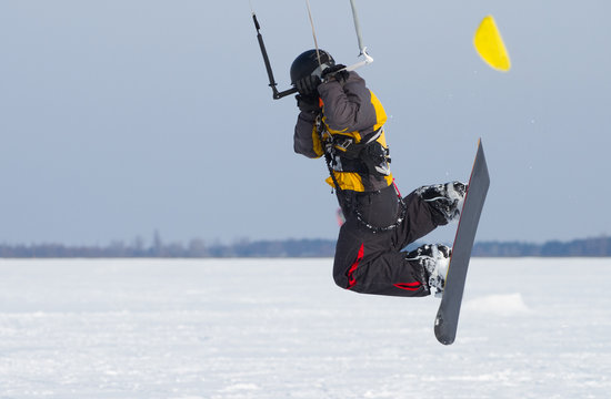 Kiting on a snowboard