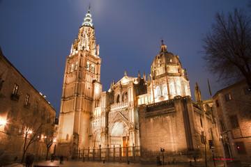 Fototapete - Toledro - Cathedral Primada Santa Maria de Toledo in dusk