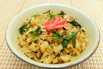沖縄伝統料理のジューシー