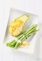 Scrambled eggs with avocado and green beans