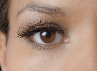 Weibliches Auge geschminkt