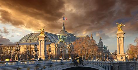 Beautiful Sky Shapes over The Grand Palais des Champs-Elysées - Fototapete