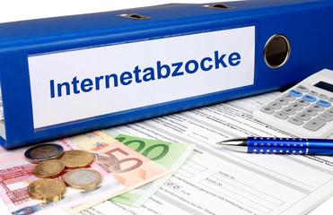 Internetabzocke Ordner mit Geld und Taschenrechner