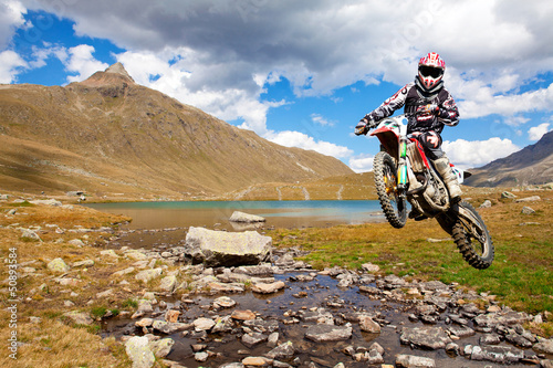 Wall mural motocross in alta montagna