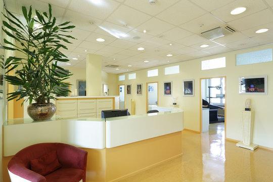 Zahnarztpraxis mit Sessel, Zahnarztstühlen Hintergrund