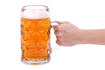 Frauen Hand hält ein Glas Bier