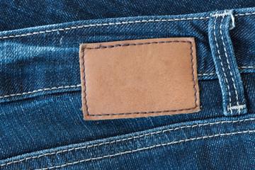 Blanko Label aus Leder auf Jeans