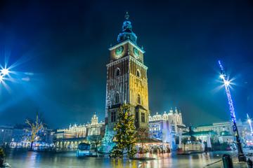 Autocollant pour porte Cracovie Poland, Krakow. Market Square at night.