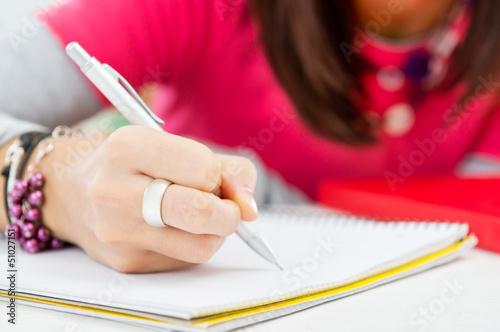 Гадание на листе бумаги с ручкой имена