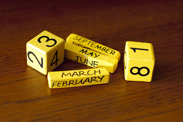 yellow cubes with the date on the wooden table