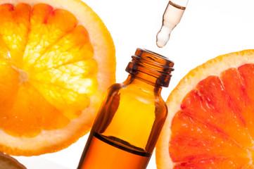 Essential oil with orange_Olio essenziale con fetta di arancio