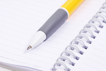 Blank note paper with yellow pen