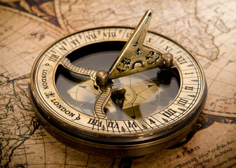 Fototapete - old compass on vintage map 1752