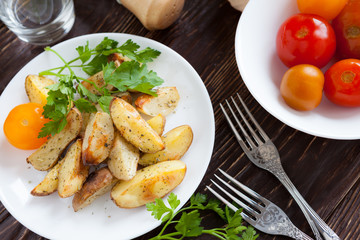 Baked potato wedges with herbs