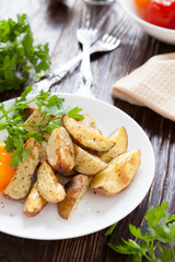 fried potato wedges with herbs