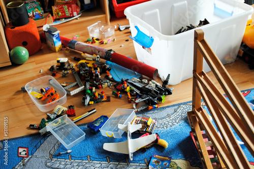 chaos im kinderzimmer stockfotos und lizenzfreie bilder auf bild 51109135. Black Bedroom Furniture Sets. Home Design Ideas
