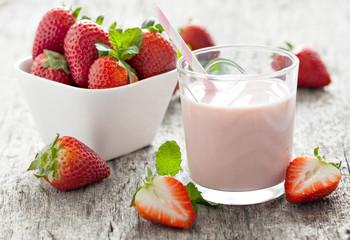 frische Erdbeermilch