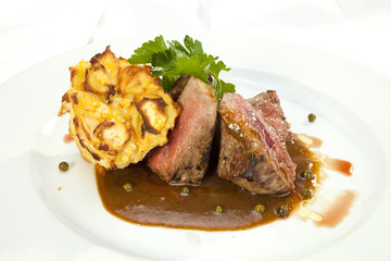 Grilled Sirloin with pepper sauce and grilled potatoes