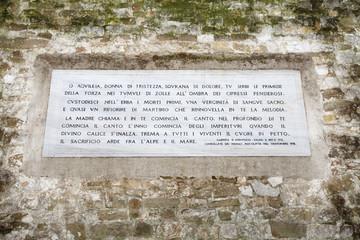 Poesia di Gabriele D'Annunzio, Cimitero di Aquileia