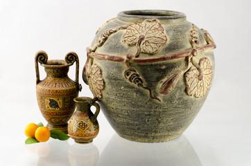 Amfory greckie z wazą i mandarynkami