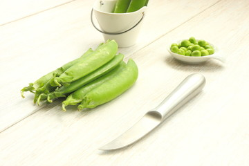 Knife and peas