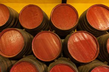 Wall Mural - Barriles de vino en una bodega