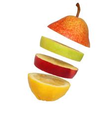 Парящие  дольки фруктов
