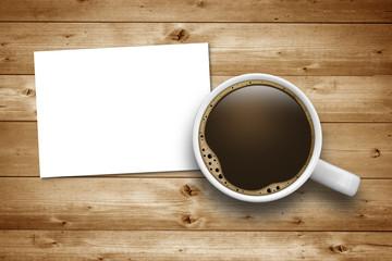 Kaffeetasse  auf Holz mit Zettel